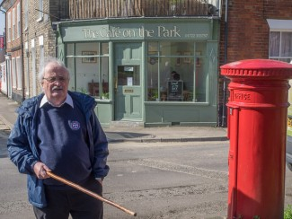 Introducing George Fleming  who researched and orchestrated our walk. He is standing in front of The Cafe on the Park (now Eddibbles) | Photo John Palmer 2014