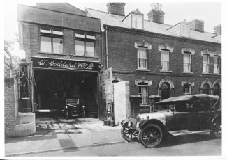 This photo of Goddards Garage was labelled as Milford Street by the Museum, but we think it is St Edmund Church Street. | With kind permission of Salisbury and South Wiltshire Museum © Salisbury Museum
