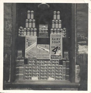 The window display at C. B. Ralph's grocer's shop, 68 Milford Street. Probably 1950s. | David Ralph